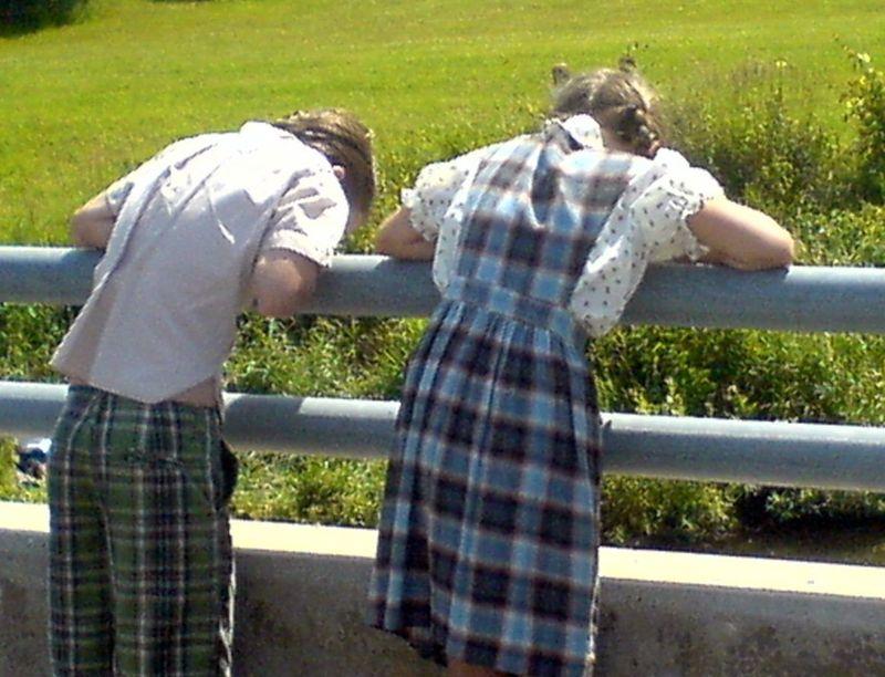 DSC00148 kids at bridge