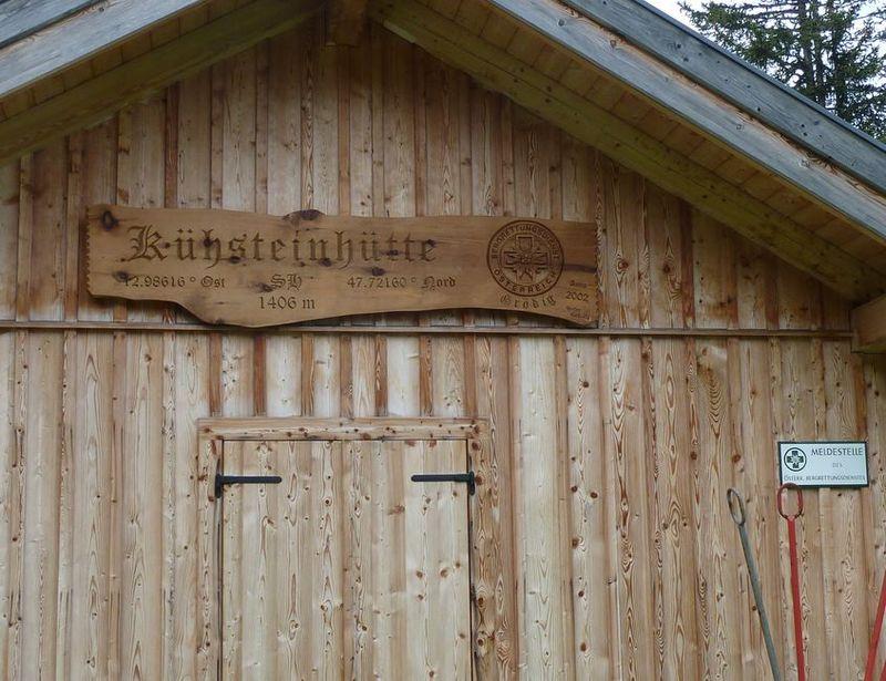 P1000446 alpine hut