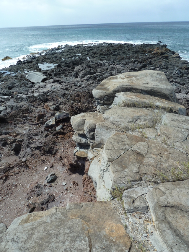 P1020159 Distinctly different rocks on point at Kawakui Iki