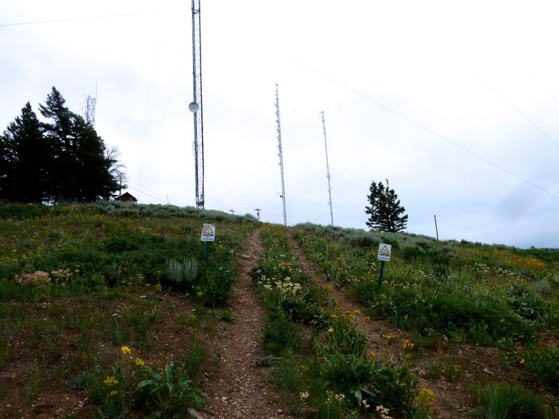 P1020166 communication towers on summit